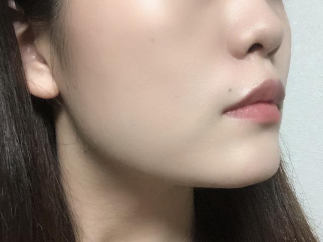 ブライトUVクリームを顔へ塗りました。