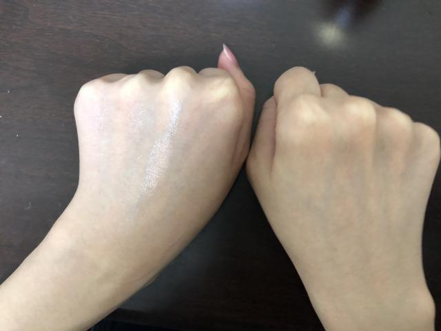 手の甲にぬりました。